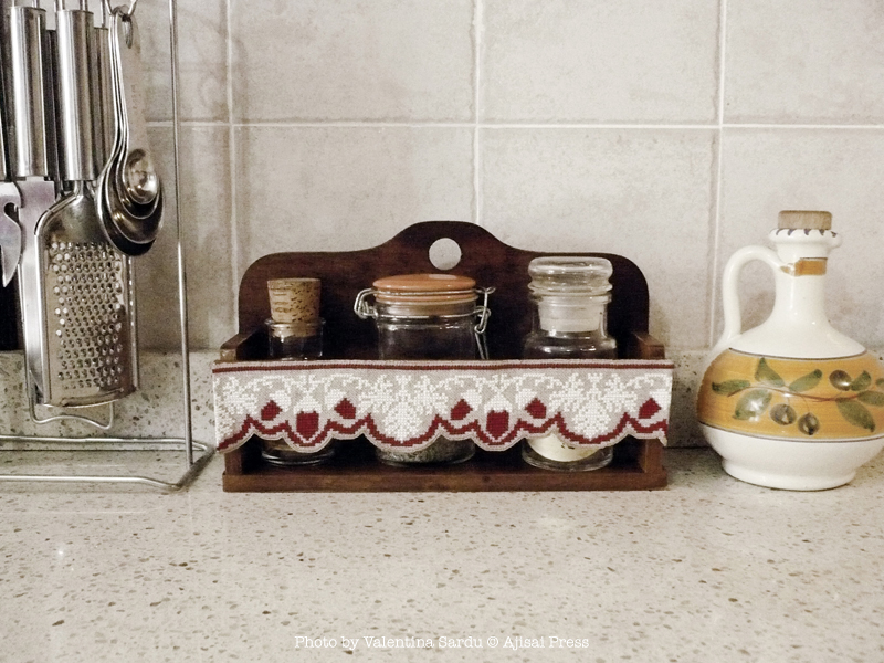 cross stitch border with scalloped edge - Wooden Spice Rack 2
