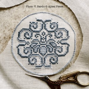 embroidered powder compact - tutorial: step 4