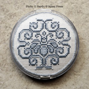 embroidered powder compact - tutorial: step 6